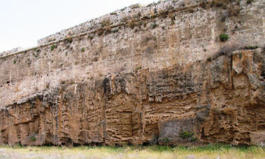 The walls were built on existing rocky outcrops.